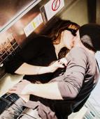 поцелуй у лифта