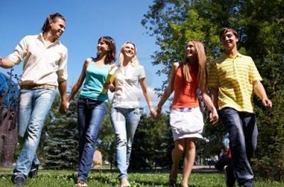 в парке с одноклассниками