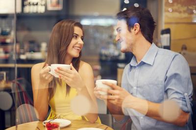 Первое свидание вслепую прошло лучше, чем я ожидала. Таинственный незнакомец не только оказался симпатичным, но и довольно обходительным...
