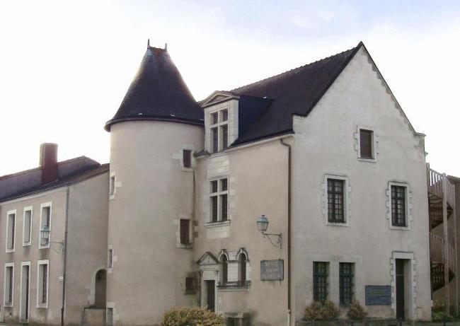 Музей Жоашена дю Белле
