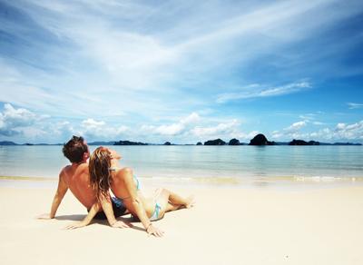 двое на пляже